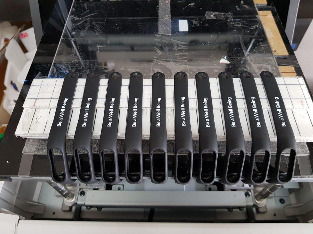 พิมพ์สกรีนโลโก้ลงบน สายนาฬิกายางสีดำ Xiaomi