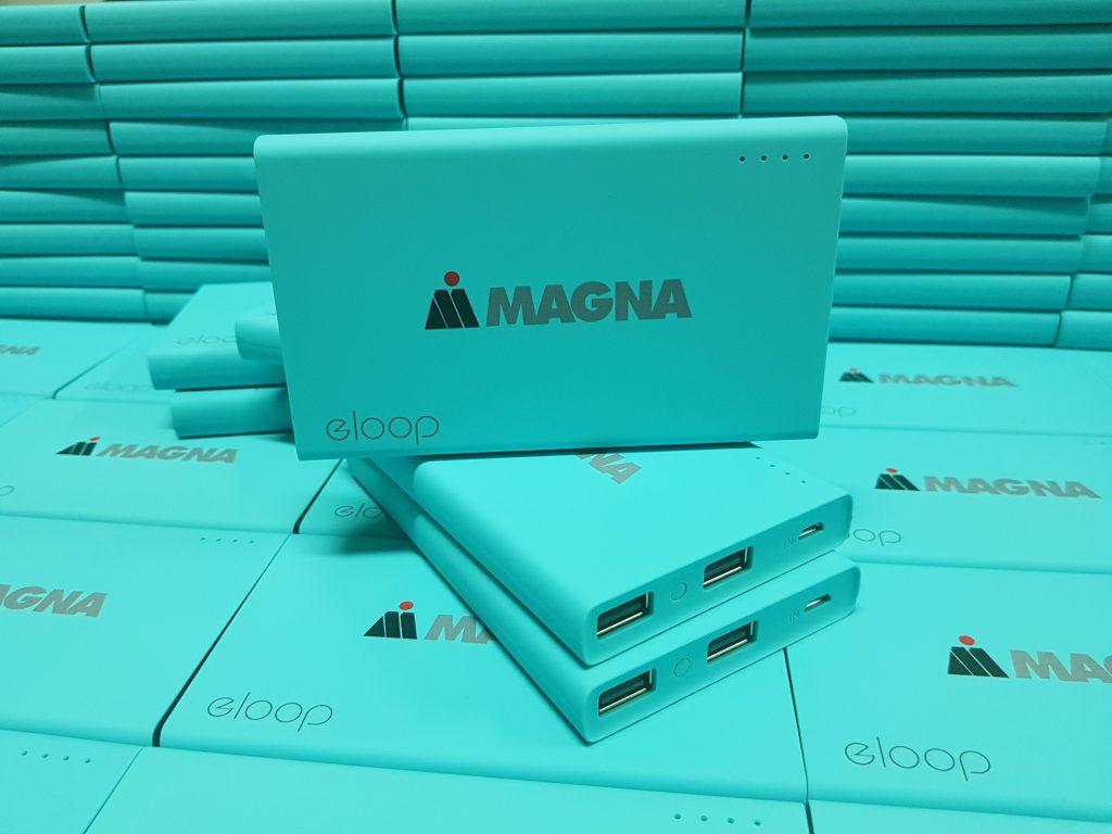 พิมพ์ยูวีโลโก้ลงบนพาวเวอร์แบงค์ Eloop สีฟ้า