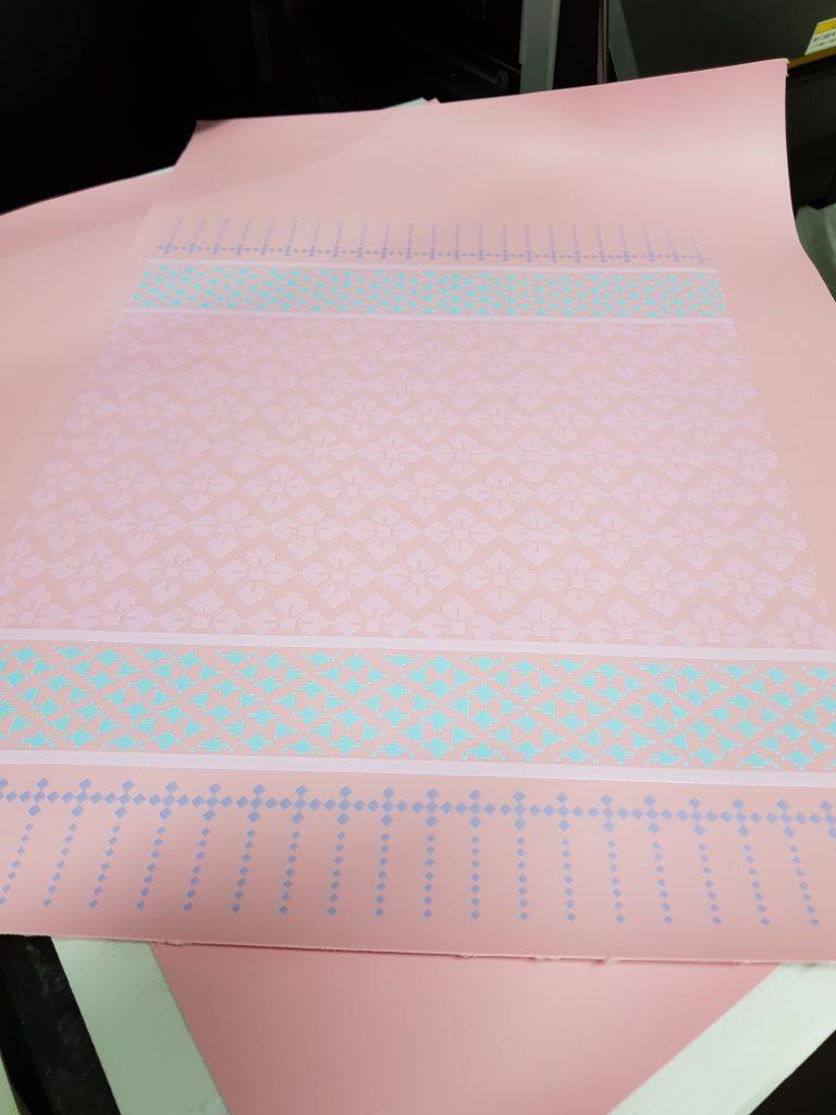 พิมพ์ภาพลงบนแผ่นหนังสีชมพู
