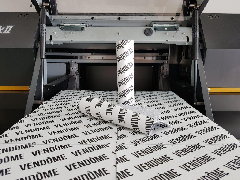 พิมพ์สกรีน หนังเทียม PU สีขาว