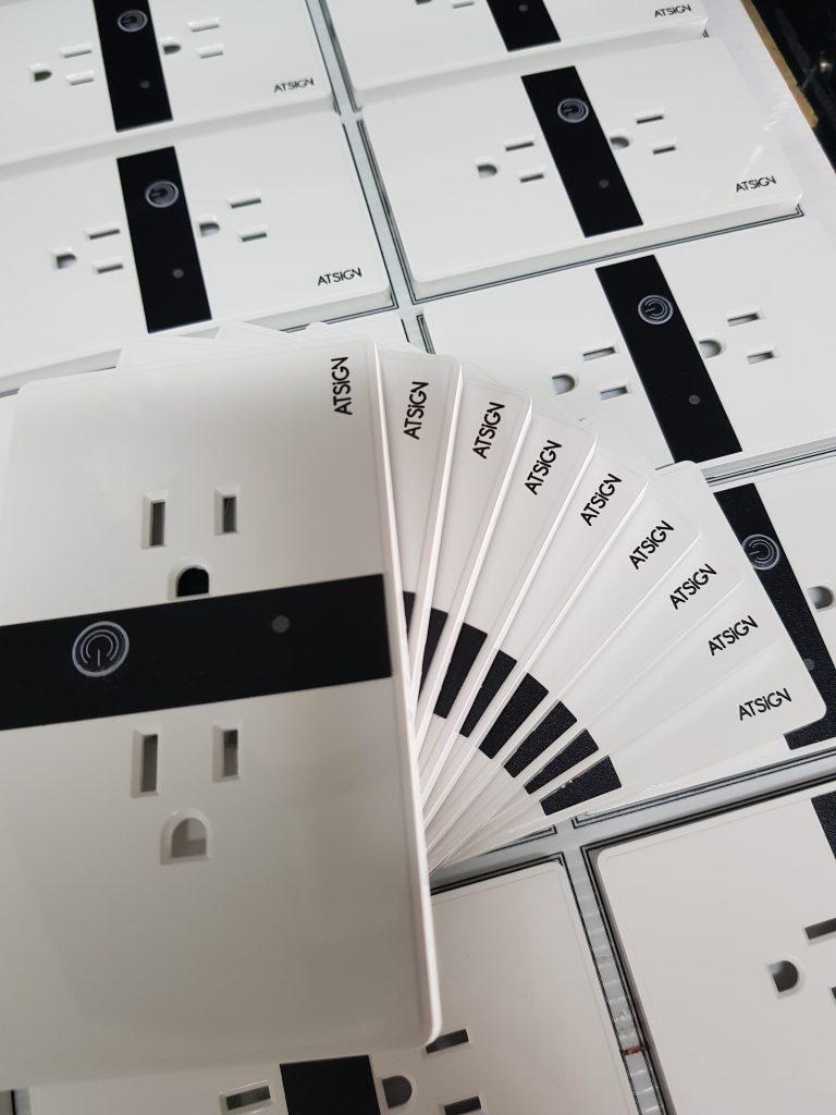 พิมพ์โลโก้ ปลั๊กไฟ ไวไฟ Wi-Fi Smart Plug
