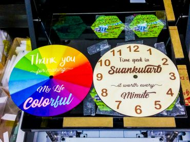 พิมพ์ สกรีนแผ่นไม้ นาฬิกาแขวนติดผนัง นาฬิกาตกแต่งบ้าน