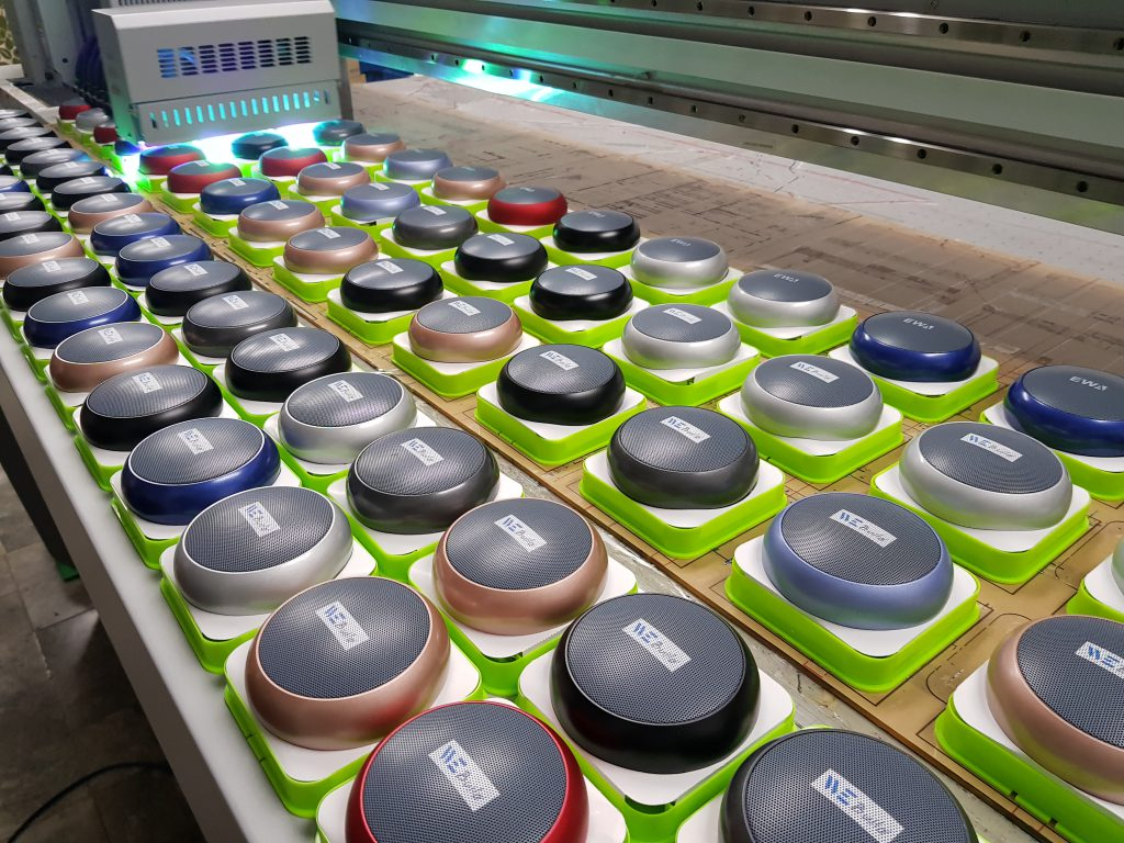 สกรีนโลโก้ลำโพงไร้สายบลูทูธ UV Print Bluetooth and Wireless Speakers