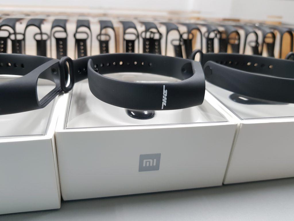 สกรีนโลโก้ DHL ลงบนสายนาฬิกายาง DHL LOGO Smart Watch Xiaomi Mi Band 2 UV Print