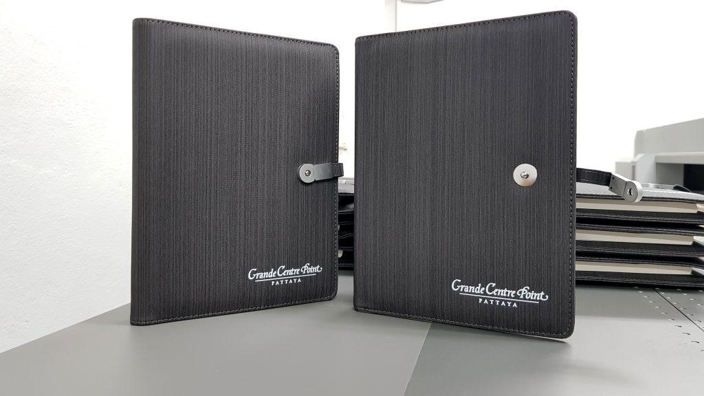 พิมพ์ปกสมุดผ้า โลโก้โรงแรม Grande Centre Point Pattaya