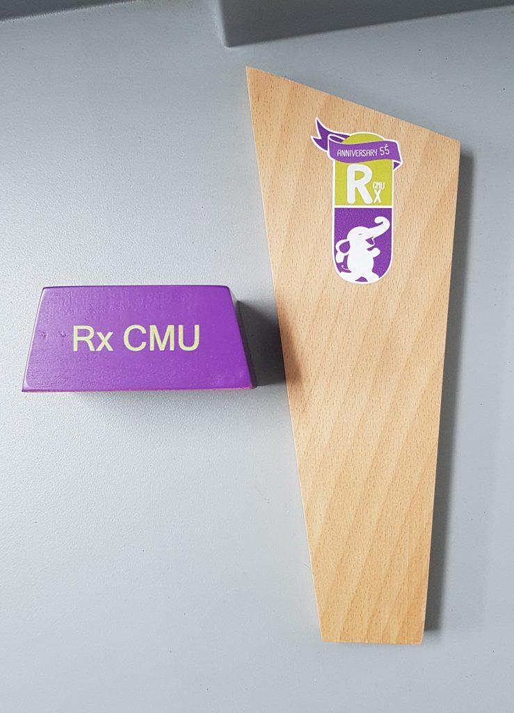 พิมพ์โล่รางวัลทำจากไม้ พิมพ์สีระบบ UV