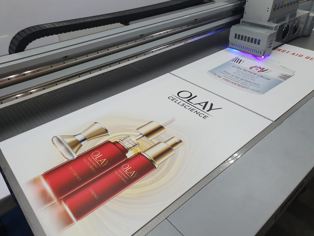 พิมพ์ป้าย acrylic โฆษณา Olay