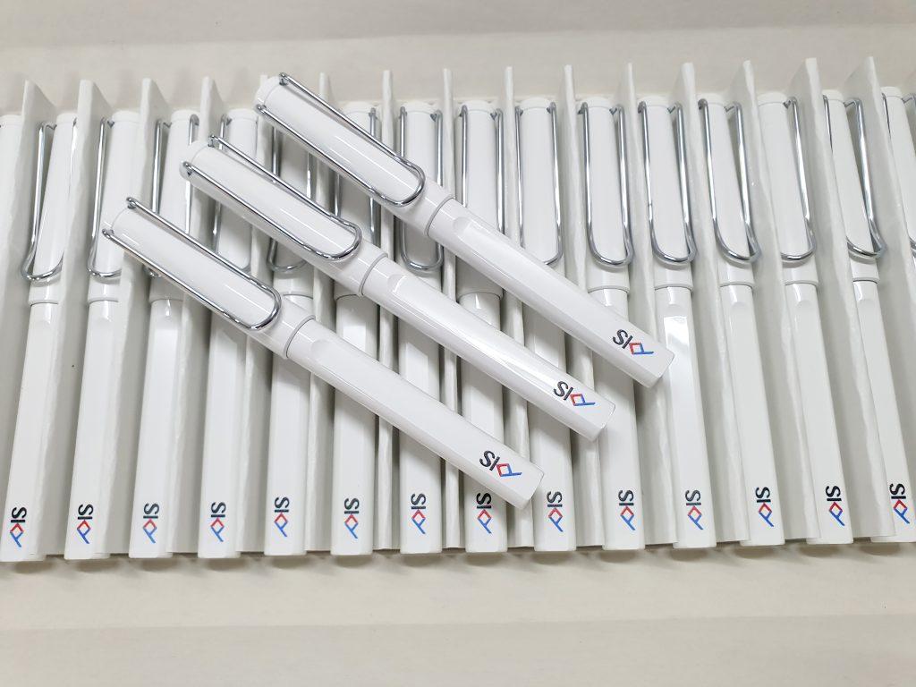 สกรีนปากกาหมึกซึม Lamy สีขาว