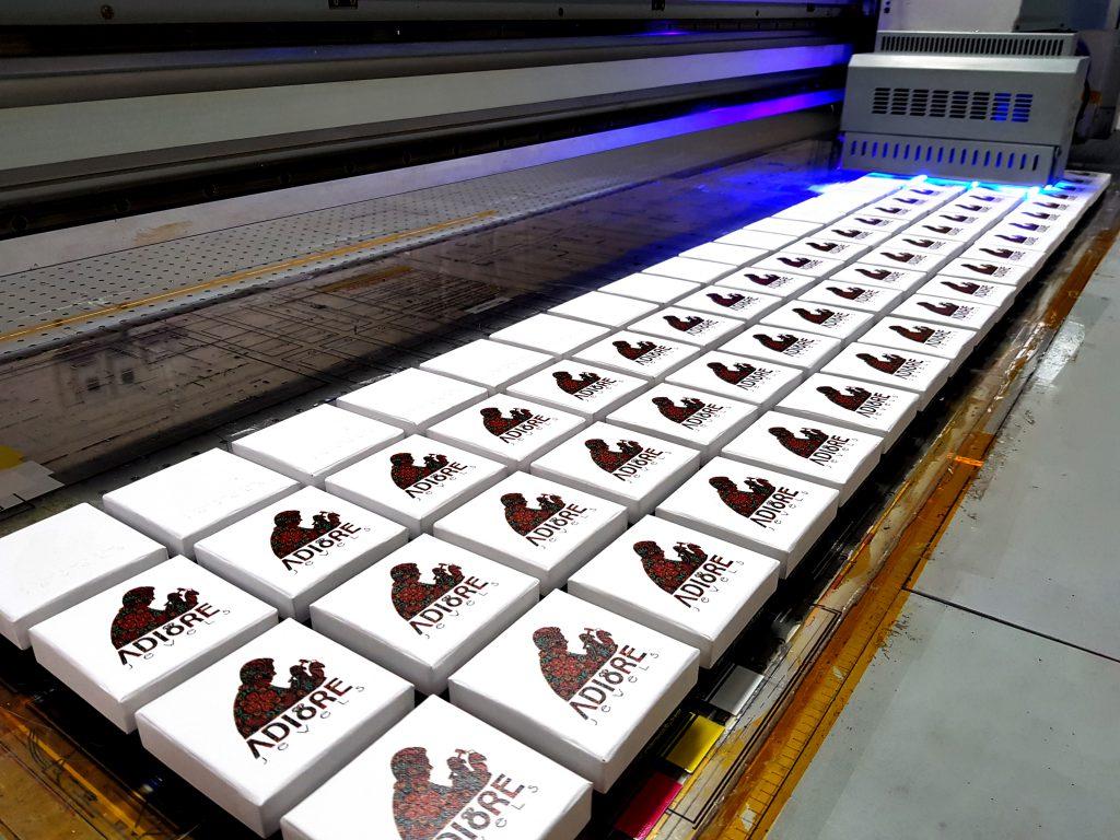 พิมพ์โลโก้บนกล่องกระดาษ UV Print Jewel Box